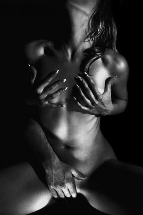 Hawt! A sexy photo of vulva massage